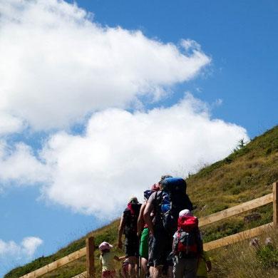 Familienwanderung zur Sesvennahütte: Dank der Abkürzung mit dem Watles-Lift ist der Weg zur Hütte selbst für kleine Kinder machbar.