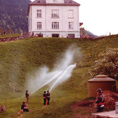 Löschdienst beim Wasserreservoir Krumm