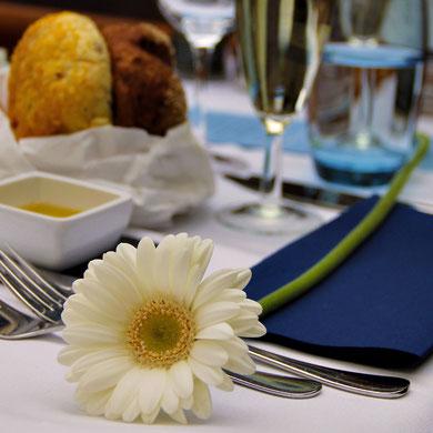 Unique Dinner Cruise by www.amsterdamcitytours.rezgo.com © Sabrina Iovino | JustOneWayTicket.com