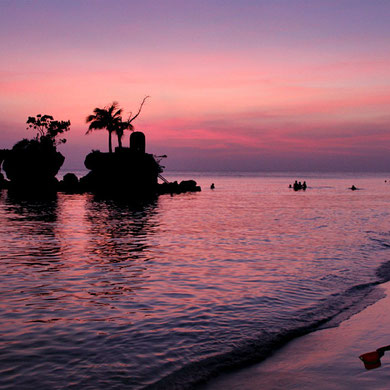 Spectacular sunset at Station 1, Boracay, Philippines. 2013 © Sabrina Iovino | JustOneWayTicket.com