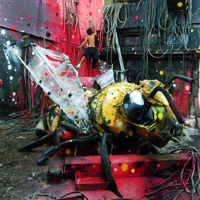 street-art-déchet-denonciation-écologie-bordalo2-abeille-
