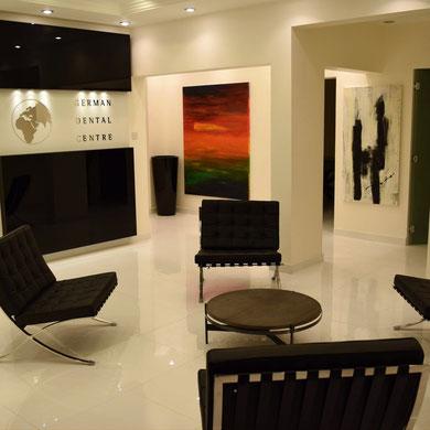 abstraktes Gemälde - Bilder hängen in Katar