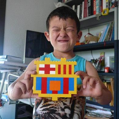 レゴで、サッカーチーム、バルサのエンブレムを作ってみました。