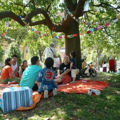 七夕のピクニック。こちらも前々回の投稿同様、チャリティ・バザーを併設して日本の子供たちに絵本を送ることにしました。