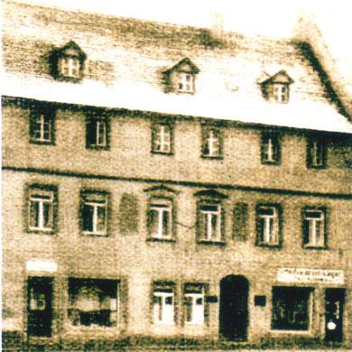 Hauptstraße 44 im Vorderhaus Geschäft und Kontor; Werkstatt im Hinterhaus