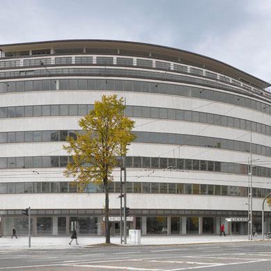 sanierte Fassade des ehemaligen Kaufhaus Schocken; Foto: Roland Halbe