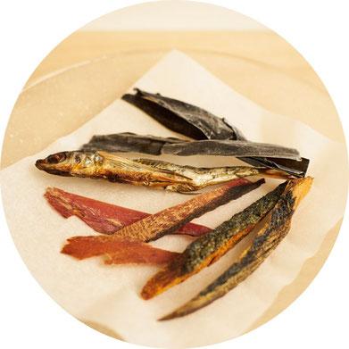 手作りの焼きあごと厳選した素材,あご,トビウオ,あごだし,サバ節,カツオ節,昆布、だし醤油の素