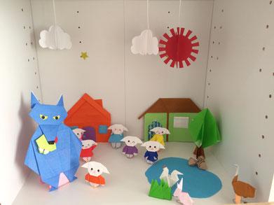 春日井市のみやこ内科クリニック受付にある折り紙ボックス、童話「狼と七匹の子ヤギ」