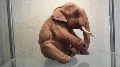 Elefant skulptur geschnitzt Paul Widmer