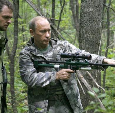 Und wenn wir nicht mehr weiter wissen rufen wir Wladimir Putin mit seinem Dan Injekt Betäubungsgewehr :-) (Quelle: Welt.de)