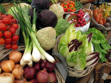 Wochenmarkt in Überlingen und Meersburg mit reichlich Auswahl an gesunden Nahrungsmitteln.