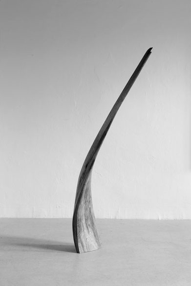 S1221 · Lime Tree#woodsculpture#stool#console#sculpture#originalart#woodworking#interiordesign#woodsculptures#art#woodart#wooddesign#decoration#decorativewood#originalartwork#modernwoodsculpture#joergpietschmann#oldwood