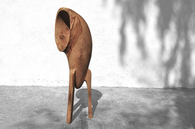 V1376 · Oak#woodsculpture#stool#console#sculpture#originalart#woodworking#interiordesign#woodsculptures#art#woodart#wooddesign#decoration#decorativewood#originalartwork#modernwoodsculpture#joergpietschmann#oldwood