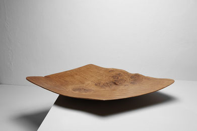 V0097 · Oak#vessel#bowl#coffeetable#woodworking#interiordesign#woodsculptures#art#woodart#wooddesign#decorativewood#originalartwork#modernwoodsculpture#joergpietschmann#oldwood