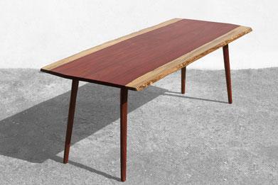 T1211 · Padouk#arttable#table#coffeeetable#homedecoration#artcollector#sculpturel#coffeetable#woodworking#interiordesign#woodsculpture#art#woodart#wooddesign#decorativewood#originalartwork#modernwoodsculpture#joergpietschmann#oldwood