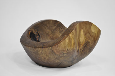 V1466 · Walnut#vessel#bowl#coffeetable#woodworking#interiordesign#woodsculptures#art#woodart#wooddesign#decorativewood#originalartwork#modernwoodsculpture#joergpietschmann#oldwood