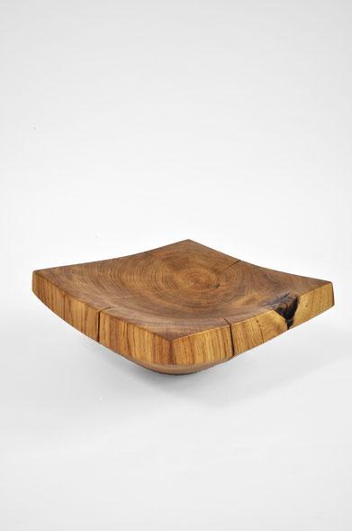V1689 · Oak#vessel#bowl#coffeetable#woodworking#interiordesign#woodsculptures#art#woodart#wooddesign#decorativewood#originalartwork#modernwoodsculpture#joergpietschmann#oldwood