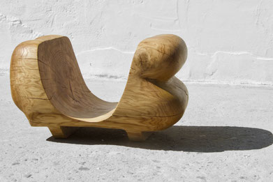 V1548 · Oak#woodsculpture#stool#console#sculpture#originalart#woodworking#interiordesign#woodsculptures#art#woodart#wooddesign#decoration#decorativewood#originalartwork#modernwoodsculpture#joergpietschmann#oldwood