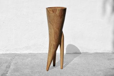 V1406 · Oak#woodsculpture#stool#console#sculpture#originalart#woodworking#interiordesign#woodsculptures#art#woodart#wooddesign#decoration#decorativewood#originalartwork#modernwoodsculpture#joergpietschmann#oldwood