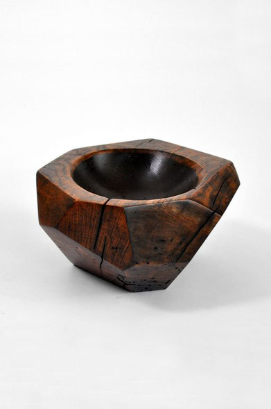 V1214 · Oak#vessel#bowl#coffeetable#woodworking#interiordesign#woodsculptures#art#woodart#wooddesign#decorativewood#originalartwork#modernwoodsculpture#joergpietschmann#oldwood