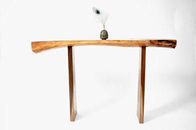 C1024 · Oak, Americ. Black Walnut#bench#stool#console#sculpture##woodworking#interiordesign#woodsculptures#art#woodart#wooddesign#decorativewood#originalartwork#modernwoodsculpture#joergpietschmann#oldwood