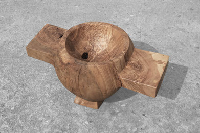 V2750 · Ash#bowl#coffeetable#woodworking#interiordesign#woodsculptures#art#woodart#wooddesign#decorativewood#originalartwork#modernwoodsculpture#joergpietschmann#oldwood