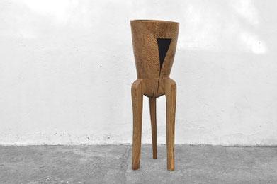 V1386 · Oak#woodsculpture#stool#console#sculpture#originalart#woodworking#interiordesign#woodsculptures#art#woodart#wooddesign#decoration#decorativewood#originalartwork#modernwoodsculpture#joergpietschmann#oldwood