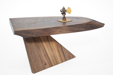 T2601 · Walnut#arttable#table#coffeeetable#homedecoration#artcollector#sculpturel#coffeetable#woodworking#interiordesign#woodsculpture#art#woodart#wooddesign#decorativewood#originalartwork#modernwoodsculpture#joergpietschmann#oldwoo