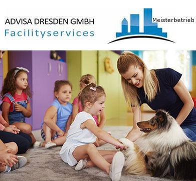Logo von ADVISA-Service Reinigungsfirma Dresden GmbH. Kindergarten Mitarbeiterin mit Kindern bei einer Kindergartenreinigung Dresden zu beobachten.