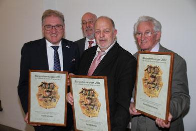 Frank Schwarz (FSGG), Hermann Weßlau (Vorsitzender VDUBV), Harald Molder (Vorsitzender ZeitZeugenBörse Duisburg), Werner Halverkamps (Vorsitzender Bürgerverein Wanheimerort), Foto: H. Pischke