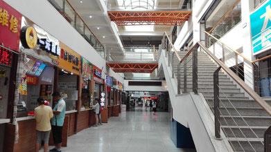 中国 大連外国語大学 総合楼内