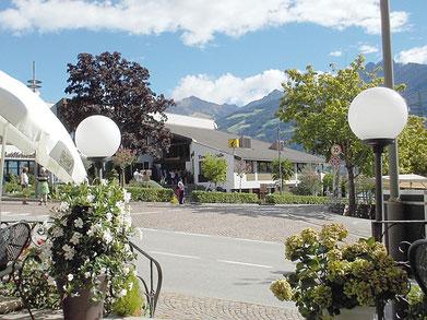 Sitz des Tourismusvereines in Dorf Tirol Südtirol Italien