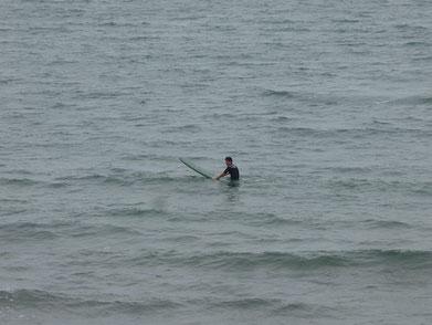 小さくうねっているので、波に合わせて・・