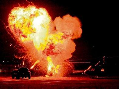 Eksplosioner og udbrændte helikoptere i den tyske militærlufthavn i Fürstenfeldbruck (Bayern)