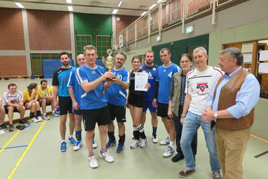 Die Siegermannschaft vom Kneipp Verein Gifhorn mit dem Oberbürgermeister-Pokal