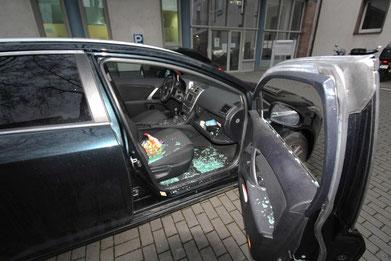 Aufgebrochenes Fahrzeug. Foto: Polizei