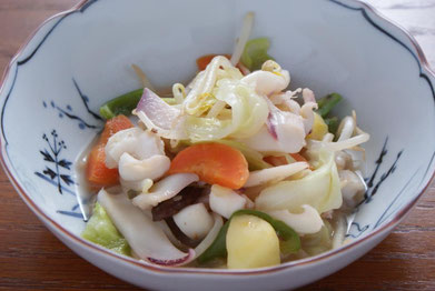 八宝菜に海老塩をかけて