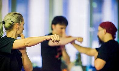 Unser Kung Fu Training in Köln verknüpft traditionelle Kampfkunst mit modernen Trainingsmethoden