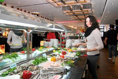Buffet mit Meeresfrüchten, Fisch, Tintenfisch, Krabben, Hummer und vieles mehr