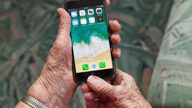 Wie funktioniert das Smartphone? Engagierte klären diese und weitere Fragen an praktischen Beispielen (Foto: Pixabay)