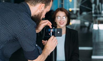 DIF - Deutsches Institut für Forschungskommunikation – Fotoshooting mit einer Wissenschaftlerin