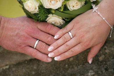 Hochzeit Hochzeitsredner Hamburg Trauung Vermählung Ehe Hochzeitsagentur Hochzeitsplaner Goldene Hochzeit Silberne Hochzeit Ehe-Jubiläum Hochzeitstag
