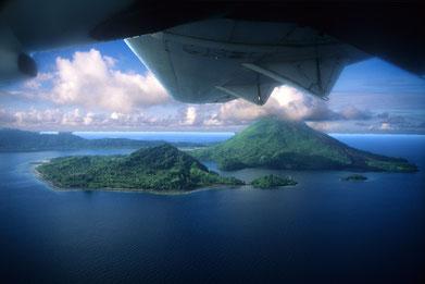 Bild: Banda Inseln aus der Luft.