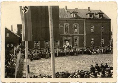1939 - Prozession vor dem Krankenhaus