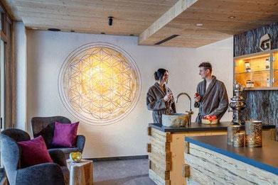 Wandmalerei  Blume des Lebens im Hotel Gassenhof in Ridnaun
