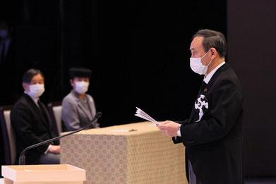 追悼式 菅内閣総理大臣が天皇、皇后両殿下隣席のもと追悼の言葉とさらに復興への努力を続ける約束しました。