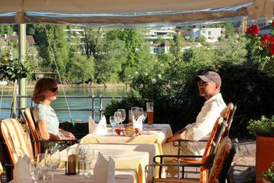 Gartenrestaurant am Rheinufer