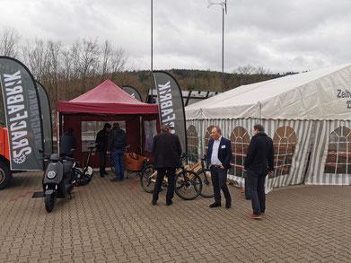 E-Roller und E-Bikes zur Testfahrt