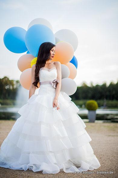 Ballonbündel mit Helium für die Hochzeitsbilder
