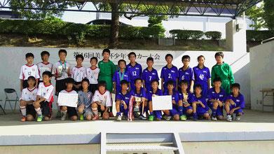 優勝の戸田FC(向かって右側)と準優勝の戸田一SC